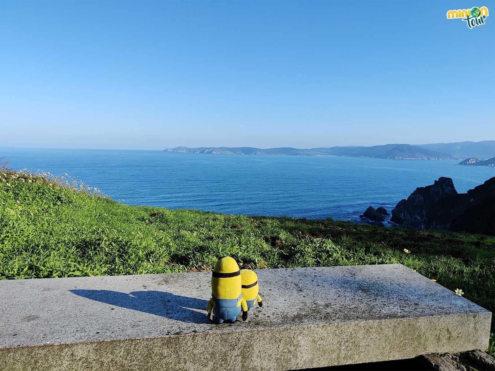 Desde aquí arriba podemos ver la continuación de la ruta por la costa de Lugo