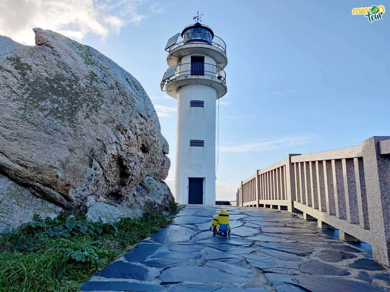 El Faro de Punta Roncadoria es otro de los sitios que ver en la costa de Lugo