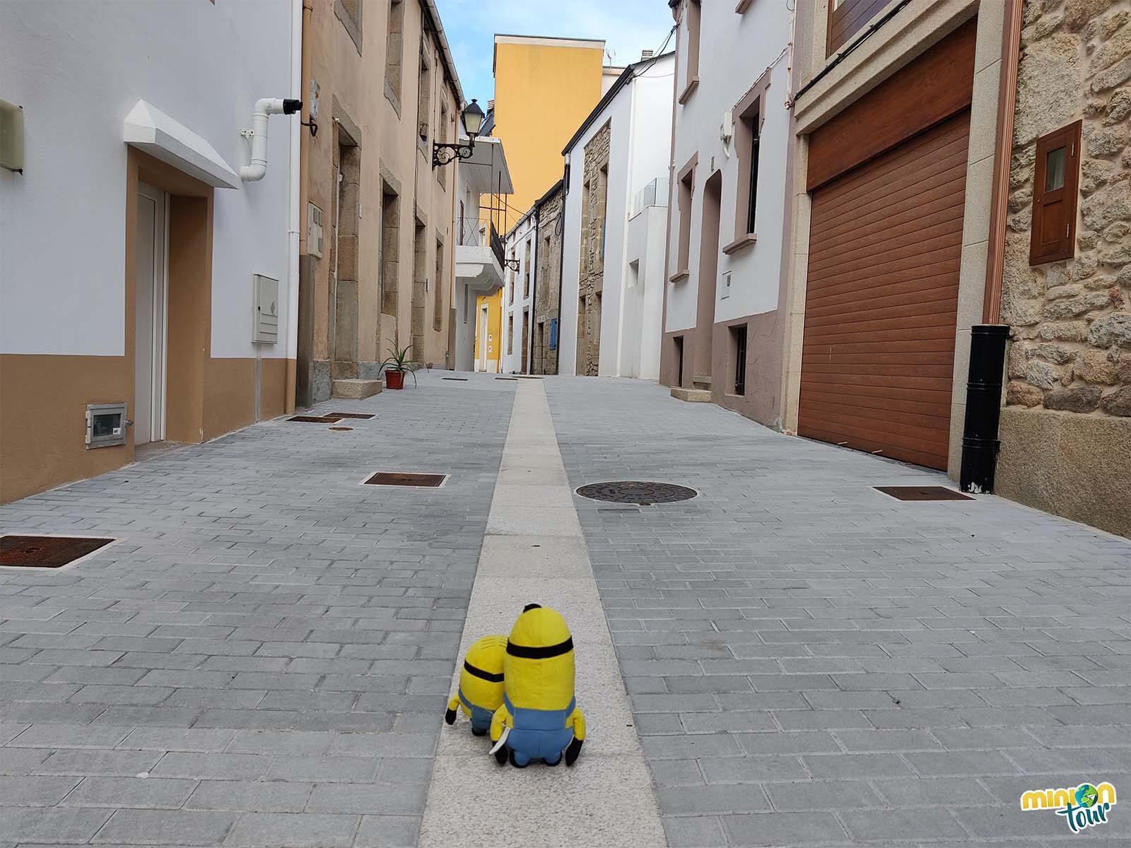 Minions paseando por las calles de San Ciprián