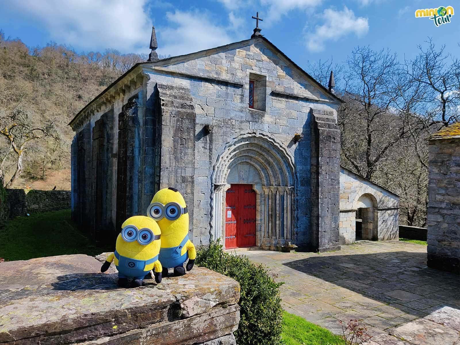 Nos hemos encontrado con una iglesia muy curiosa en O Incio