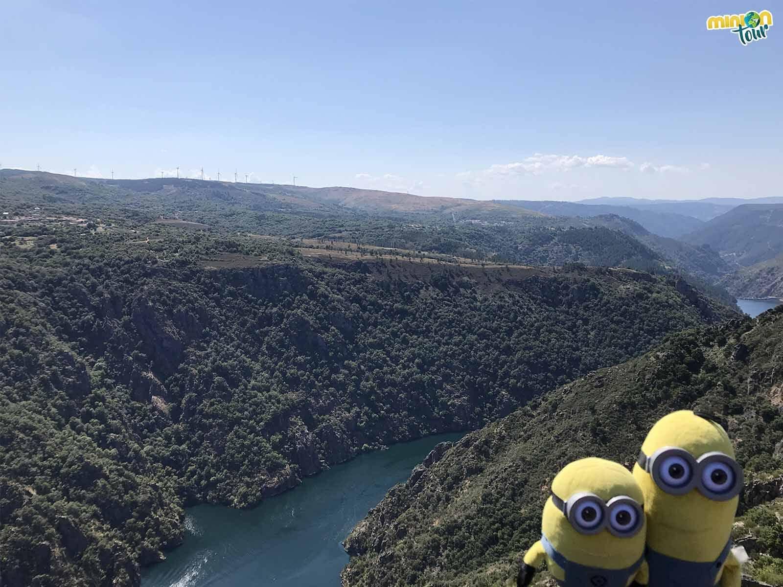 Vistas del Mirador de A Cividade en los Cañones del Sil de la Ribeira Sacra de Lugo