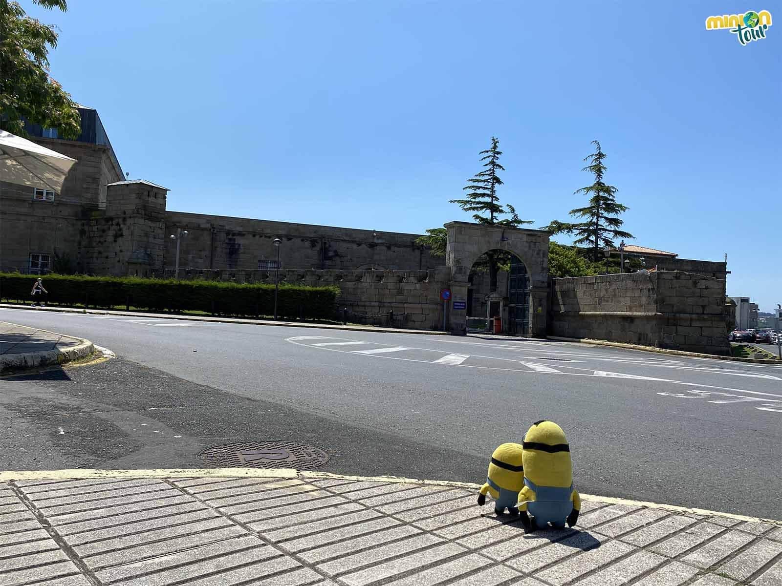 Detrás de esta puerta está la Sala de Armas de Ferrol