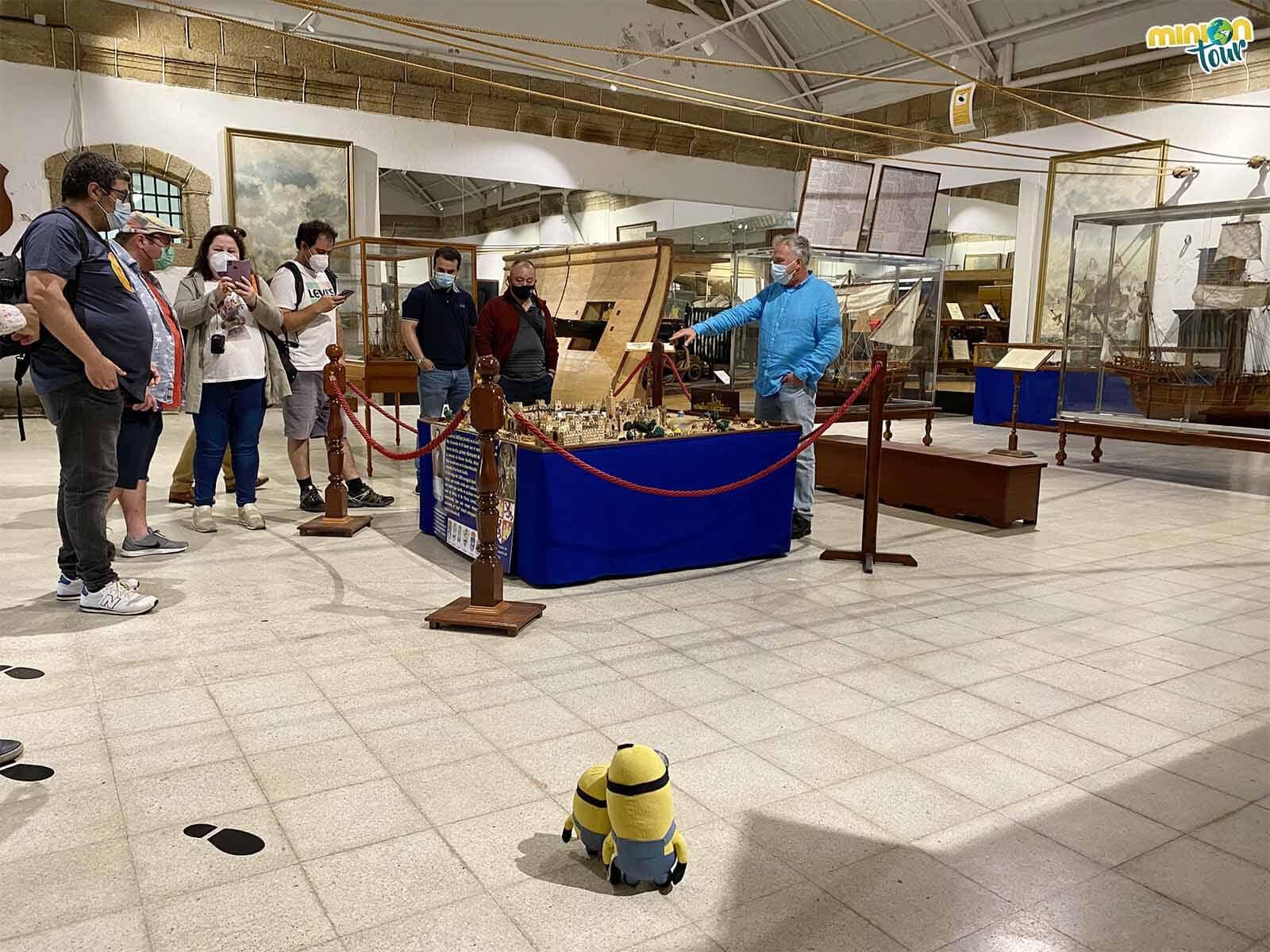 Minions en una visita guiada por el Museo Naval de Ferrol
